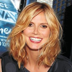 Grow out hair gracefully     Heidi Klum: July 8, 2009  As her hair approached her shoulders, Klum had long layers added in to prevent her growing tresses from getting too heavy and bulky.