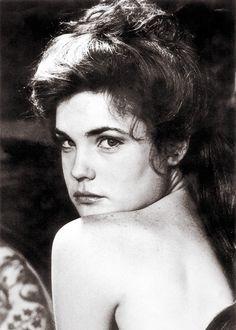 Cora the Countess Elizabeth Mcgovern, Vintage Photographs, Make Me Smile, Cute Girls, Eye Candy, Mona Lisa, Actresses, Lady, Artwork