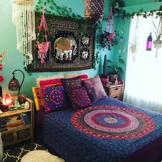 What is Bohemian hippie decor: From antique goods to botanical print textures, conventional style in some cases gets negative criticism as fusty and obsolete. Bohemian Bedroom Decor, Boho Room, Hippie Home Decor, Gothic Home Decor, Diy Home Decor, Bohemian Interior, Diy Bedroom, Wholesale Home Decor, Ikea