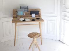 Ce n'est pas parce que l'on manque de place que l'on doit négliger son espace de travail. Pratiques et déco, ces bureaux vont vous permettre de vous créer un petit coin cosy. Ils sont tellement jolis que vous n'aurez qu'une envie, ne plus les quitter !