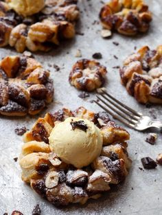 Desserten for alle nutella-elskere. Pudding Desserts, Nutella, French Toast, Muffin, Food And Drink, Sweets, Cookies, Baking, Breakfast