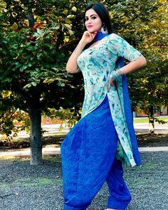 Simple Kurta Designs, Patiala Suit Designs, Hollywood Actress Photos, Punjabi Models, Desi Models, Punjabi Girls, Saree Photoshoot, Beautiful Girl Photo, Green Blouse
