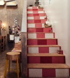 Gingham stair treads! Too cute. http://porchswingquilts.blogspot.com/2015/07/farm-girl-vintage-blog-hop-gingham.html