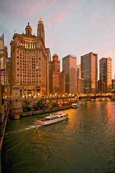 River cruise on the Chicago River