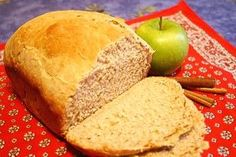 Heerlijk brood met een heel subtiele appel-kaneelsmaak dat bovendien overheerlijk ruikt tijdens het bakken.