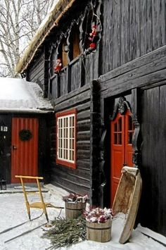 Barn Door Red Home.Timber Frame Exterior Doors New Energy Works. Peek Inside This Mind Blowing 'Barn Mansion' In Utah. Buy American Barn Style Sheds Best Sheds. Home and Family Deco Champetre, Old Barns, Country Barns, Country Life, Country Style, Country Christmas, Christmas Holiday, Outdoor Christmas, Christmas Lodge