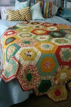 Pachtwork...oh such great memories of my Grandma Dumford! I'd live to get my craftroom set up to male quilts!