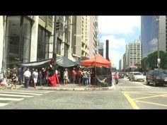 Membros do MTST acampam em frente a escritório da Presidência em São Paulo