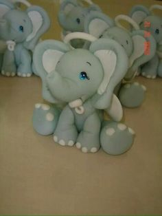 Elefante en porcelana fria Elephant Cake Toppers, Elephant Cakes, Polymer Clay Animals, Cute Polymer Clay, Baby Shower Cakes, Baby Boy Shower, Jungle Theme Cakes, Diy And Crafts, Arts And Crafts