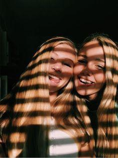 🌵🌞💫Explore positive energy ideas DIY with best friends! 🌵🌞💫Explore positive energy ideas DIY with best friends! Photo Best Friends, Best Friend Fotos, Best Friends Shoot, Cute Friends, Best Friends Forever, Photoshoot With Friends, Best Friend Pics, Bff Pics, Photos Bff