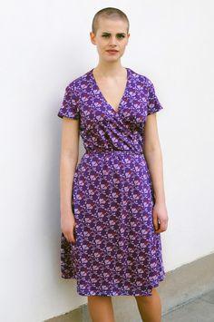 Omlottklänning i syrén lila ginkgo fantasi