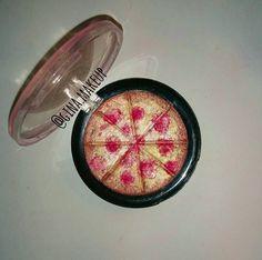 Iluminador para pele em formato de pizza