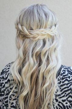 This is probably the prettiest hairstyle Ive ever had the pleasure of meeting. Not only is it simply gorgeous, but its incredibly easy. Checkout the tutorial at Twist Me Pretty!