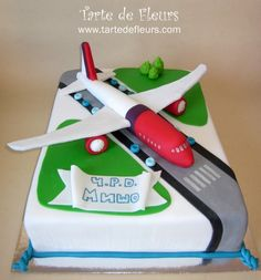 Aeroplane cake - For all your cake decorating supplies, please visit craftcompany.co.uk