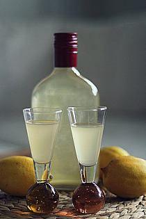 nalewki i inne trunki na Stylowi.pl Irish Cream, Wine Decanter, Whisky, Barware, Cooking, Ethnic Recipes, Christmas, Ideas, Kitchen