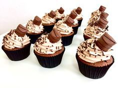 Kinder cupcakes Sweet And Salty, Mini Cupcakes, Cheesecake, Food And Drink, Sweets, Cookies, Baking, Desserts, Sweet Tooth