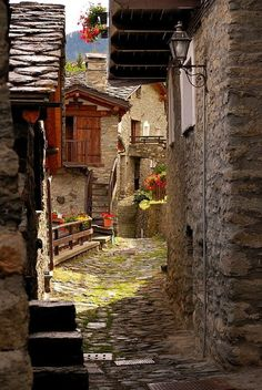 Old Street ~ Torgnon Valle d'Aosta, Italy. Looks kind of suspicious as an alley, but yet could be an interesting adventure. Places Around The World, Oh The Places You'll Go, Places To Travel, Places To Visit, Around The Worlds, Travel Destinations, Siena Toscana, Beautiful World, Beautiful Places