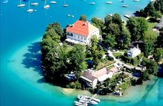 Enjoy the crystal clear water of Wörtersee and the lush green hillside at BIG BERRY destination! Empower your soul, mind and body. Photo by Kulterer Klagenfurt, European Holidays, Carinthia, Heart Of Europe, Clear Lake, Places In Europe, Crystal Clear Water, Lush Green, Weekend Trips