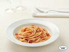 Spaghetti con aglio e pomodoro