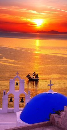 Santorini, Greece sunsets - One of the most romantic places on earth! For luxury hotels in Santorini visit http://www.mediteranique.com/hotels-greece/santorini/