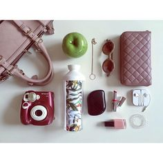 No more carrying ugly PET bottles around. Accessorize your personal style with ZAZA plant-based and customizable water bottles and stay hydrated throughout the day. What's in your bag? Ugly Animals, What's In Your Bag, Pet Bottle, Stay Hydrated, Water Bottles, You Bag, Being Ugly, Plant Based, Personal Style