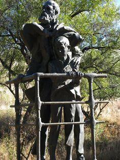 Die Banneling (1983) Danie de Jager War Memorials, African Sculptures, Garden Sculpture, Memories, History, Outdoor Decor, Statues, Sculptures, Monuments