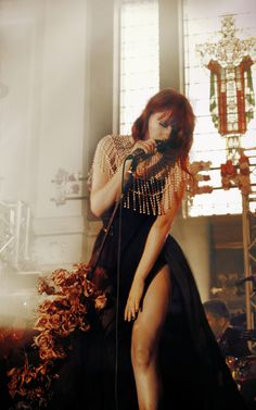 Find images and videos about perfection, florence and florence welch on We Heart It - the app to get lost in what you love. Florence Welch Style, Florence The Machines, Poses, Her Style, Redheads, Amazing Women, Beautiful People, Beautiful Witch, Beautiful Celebrities