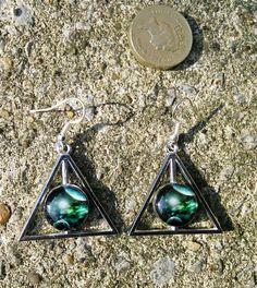 Green earth rise dangle earrings £4.00