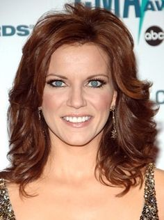 Martina McBride Hairstyles | Martina McBride hairstyles are elegant and glamorous without looking ...