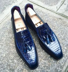 A unique creation : the Brighton Tassel in calf and crocodile in a mesmerizing Blue patina ! #Corthay #Paris #Brighton #Tassel #Loafer #Calf #Crocodile #Blue #Patina #Unique #MadeInFrance #Shoes #TheFinestShoes #LaCouleurCestCorthay #Shoeporn