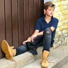 Chillin after hard days work! Photoshoot with KL . Teenage Boy Fashion, Young Boys Fashion, Toddler Boy Fashion, Kids Fashion, Cute Boy Hairstyles, Kids Hairstyles Boys, Boy Haircuts, Cute Teenage Boys, Cute Boys
