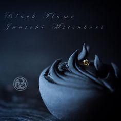 "#JunichiMitsubori #wagashi #kadou #Sweets #Artist #Japanese #Confectionery #works #instaphoto #instasweets #侘寂 #wabisabi #prayforkyushu #一日一菓 「 #黒炎 」 #煉切 製 wagashi of the day "" #BlackFlame "" #和菓子 #neriki #一菓流 #菓道 #上海 本日より上海です。 黒い炎をお披露目して来ます。"