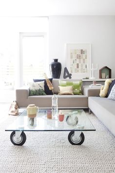 Love the coffee table!   from http://www.houzz.com/