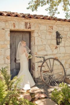 Photography: Carlie Statsky Photography - carliestatsky.com Wedding Design + Planning: Amy Byrd Weddings - amybyrdweddings.com Floral Design: Fleurs du Soleil - kimenglandflowers.com   Read More on SMP: http://stylemepretty.com/vault/gallery/12617