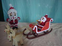 trineo navideño, santa claus elaborados en perlas Beading Projects, Beading Tutorials, Beading Patterns, Crochet Projects, Beaded Crafts, Jewelry Crafts, Beaded Christmas Ornaments, Christmas Crafts, Beads Clothes