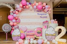 Cute Birthday Party Themes For Girls Most Popular Ideas Candy Theme Birthday Party, Donut Birthday Parties, Candy Party, Donut Party, Birthday Party Decorations, Carnival Birthday, Party Treats, Anniversaire Candy Land, Partys