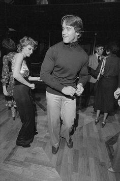 Arnold Schwarzenegger disco dancing at Studio 54.... (1974) http://ift.tt/2BA2w7l