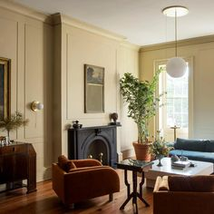 fireplace Living room at Workstead House in Charleston, South Carolina. Interior Exterior, Interior Design, Living Spaces, Living Room, Drawing Room, Mellow Yellow, Elle Decor, Modern Luxury, Vintage Furniture