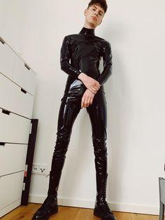 Lycra/Leder/Latex Friend only Mens Leather Pants, Tight Leather Pants, Mode Latex, Rubber Catsuit, Boy Fashion, Mens Fashion, Latex Men, Leder Outfits, Cute White Boys