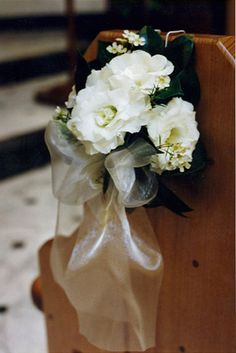 Lisianthus and Geraldton wax pew end. Find your perfect wedding flowers at http://www.loveflowers.com.au/