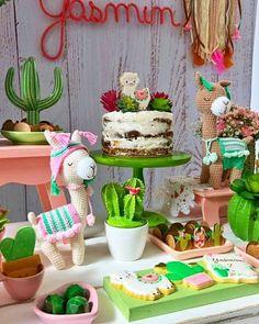 Ideias de Decoração de Festa Lhamas Llama Birthday, 12th Birthday, First Birthday Parties, Birthday Party Themes, Girl Birthday, First Birthdays, Teenager Party, Mexican Party, Fiesta Party