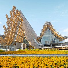 China's innovative glue-laimnated wood, steel and bamboo Expo pavilion won praise for its elaborate construction that merged the profile of the Beijing skyline with a mountain landscape.