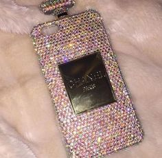 This iphone would belong to Marilyn Cross because she would want the finer things in life.I know this because she is willing to just pay for the fine then she should have money for this phone. Sparkly Phone Cases, Girly Phone Cases, Iphone Phone Cases, Phone Covers, Accessoires Iphone, Airpod Case, Cute Cases, Iphone Accessories, Coque Iphone