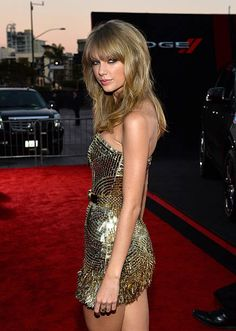 Singer Taylor Swift attends the 2013 American Music Awards at Nokia Theatre LA Live on November 24 2013 in Los Angeles California Taylor Swift Casual, Taylor Swift Hot, Taylor Swift Style, My Life Style, Taylor Swift Pictures, Celebs, Celebrities, Girl Crushes, Lady