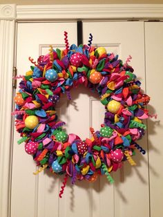 Birthday wreath I like some of the balloons being polka dot gives it a little contrast! Easter Wreaths, Holiday Wreaths, Holiday Crafts, Wreath Crafts, Diy Wreath, Deco Mesh Wreaths, Door Wreaths, Birthday Diy, Birthday Wreaths
