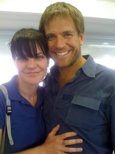 Great casual picture of Pauley Perrette and Michael Weatherly Gibbs Ncis, Ncis Gibbs Rules, Leroy Jethro Gibbs, Ncis Rules, Ncis Abby, Ncis New, Pauley Perrette Ncis, Ncis Stars, Ncis Characters