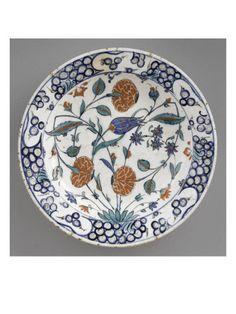 Plat à la tulipe et aux 3 oeillets - Musée national de la Renaissance (Ecouen)