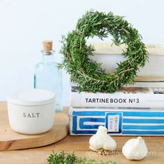5 Minute DIY wreath making hack using a $1 food container to make rosemary, lavender, or Christmas wreaths! Easy nature crafts, farmhouse home decor & handmade gifts! - A Piece of Rainbow #diy #wreath #hacks #garden #flowers #herbs #homedecor #homedecorideas #diyhomedecor #crafts #boho #bohostyle #farmhouse #farmhousestyle #farmhousedecor crafts, boho living, decorations, harvest wreath, spring, summer, fall, Christmas ideas Christmas Planters, Christmas Crafts, Christmas Decorations, Christmas Ideas, Christmas Wreaths, Xmas, Mason Jar Crafts, Mason Jar Diy, Diy Wreath