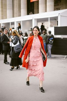 Idée et inspiration street style tendance 2017 Image Description PFW street style Chanel is basically the Olympics of street style and I can't stop looking at ti Street Style Chic, Street Style Trends, Fashion Week, Spring Fashion, Fashion Trends, Street Fashion, Style Casual, My Style, Street Outfit