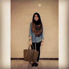 Love the denim jacket and neckscarf combo. #hijab